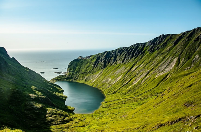 Isole-Lofoten-la-baia-di-Stokkvika