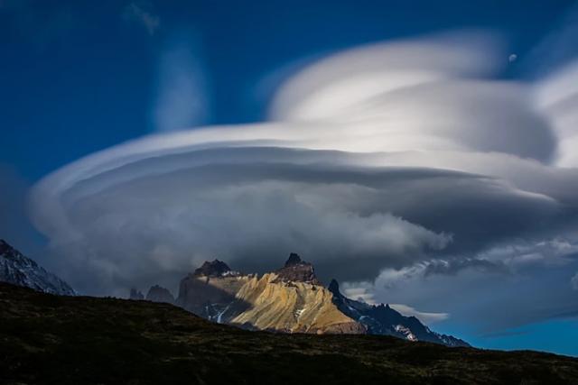 cuernos-del-paine-nube-lenticolare-viaggio-in-patagonia