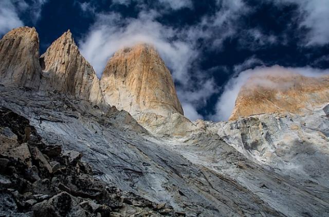 torri-del-paine-trekking-in-patagonia-valle-del-silencio
