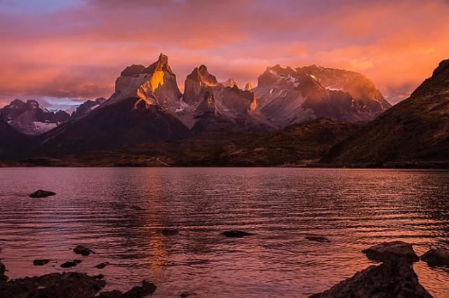 cuernos-del-paine-alba-mozzafiato-lago-pehoe-viaggio-in-patagonia
