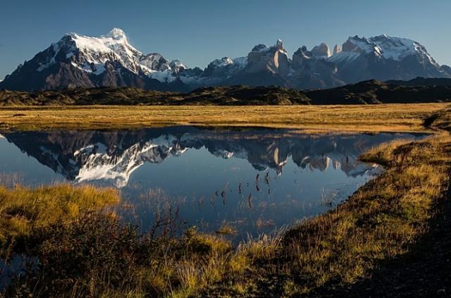parco-nazionale-torres-del-paine-massiccio-nella-steppa-patagonia-cilena