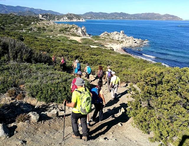 trekking-in-sardegna-escursioni-viaggi-a-piedi-vacanza