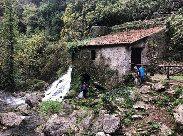 viaggio-a-piedi-cammino-san-nilo-cilento-trekking-italia