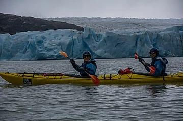 kayak-lago-grey-parco-nazionale-torres-del-paine