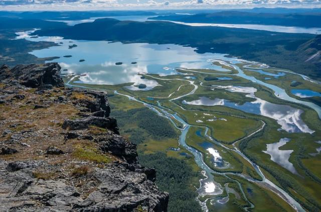 lago-laitaure-lapponia-svedese-in-estate