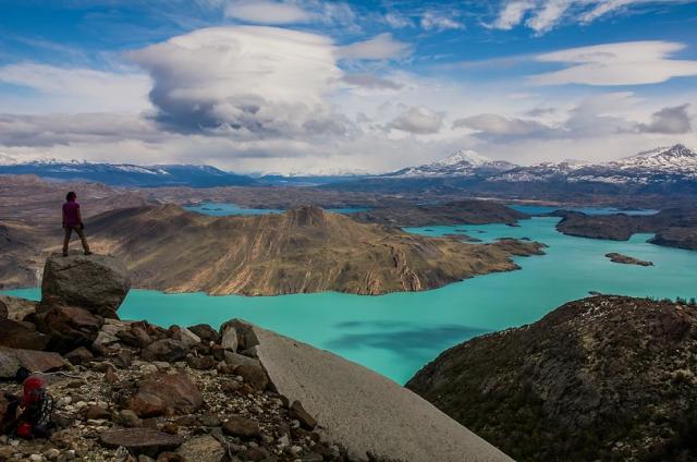 trekking-in-patagonia-lago-parco-nazionale-torres-del-paine