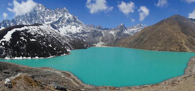 laghi-di-gokyo-trekking-campo-base-everest-lungo-cho-la