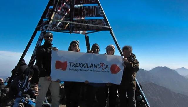 jebel-toubkal-vetta-gruppo-trekking
